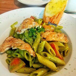 Foto 8 - Makanan(Pesto Chicken) di B'Steak Grill & Pancake oleh duocicip