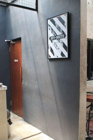 Foto 2 - Interior di Dope Burger & Co. oleh Prido ZH