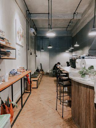 Foto 2 - Interior di Emmetropia Coffee oleh deasy foodie