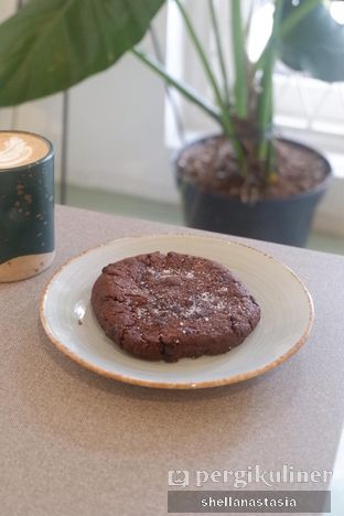 Foto 4 - Makanan(Dark Chocolate Cookies) di 7 Speed Coffee oleh Shella Anastasia