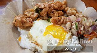 Foto - Makanan(Salted Egg x Buttermilk Chicken Box) di Salty Sam oleh Velvel