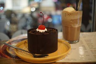 Foto 3 - Makanan(Black Forest Cake and Black Forest Milkshake) di Wiki Koffie oleh Fadhlur Rohman