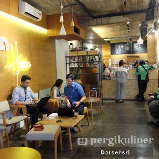 Foto 6 - Interior di Sana Coffee oleh Darsehsri Handayani