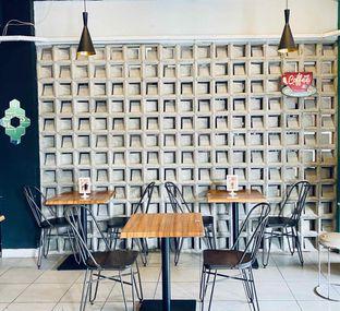 Foto 10 - Interior di Edisan Coffee oleh feedthecat