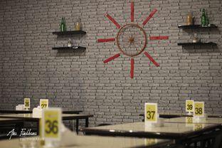 Foto 3 - Interior di Jumbo Eatery oleh Ana Farkhana