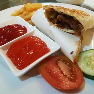 Foto 2 - Makanan di Ali Baba Middle East Resto & Grill oleh El Yudith