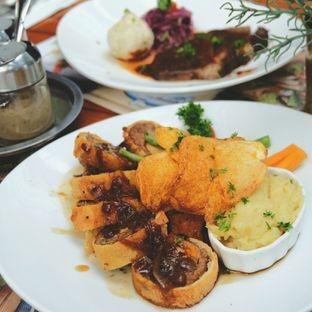 Foto 2 - Makanan di Bavarian Haus Bratwurst & Grill oleh Oliver