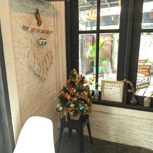 Foto 24 - Interior di Jonbon's Coffee & Eatery oleh duocicip