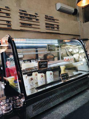 Foto 5 - Interior di Awesome Coffee oleh iminggie