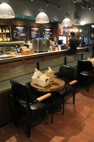 Foto 8 - Interior di Djournal Coffee oleh Prido ZH