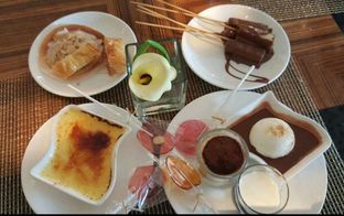 Foto 3 - Makanan di The Cafe - Hotel Mulia oleh heiyika