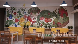 Foto 7 - Interior di Greens and Beans oleh chandra dwiprastio