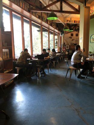 Foto 11 - Interior di Blumchen Coffee oleh Nanakoot
