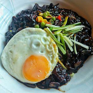 Foto 2 - Makanan(Jjajangmyeon ) di Noodle King oleh duocicip