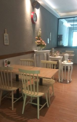 Foto 4 - Interior di Tavor Cafe oleh Renodaneswara @caesarinodswr