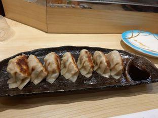 Foto 4 - Makanan(Gyoza (IDR 32,4k)) di Ippeke Komachi oleh Renodaneswara @caesarinodswr