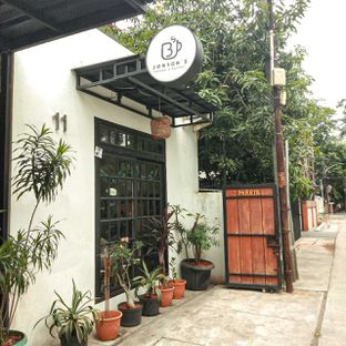 Foto 19 - Eksterior di Jonbon's Coffee & Eatery oleh duocicip