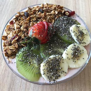 Foto - Makanan(Berry Bowl) di Vita-Mine Smoothie Bar oleh Edwin Mailoa