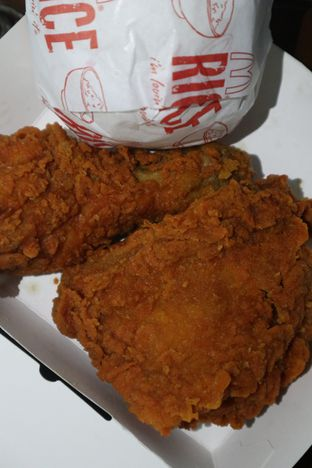 Foto 1 - Makanan di McDonald's oleh thehandsofcuisine