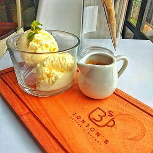 Foto 10 - Makanan(affogato) di Jonbon's Coffee & Eatery oleh duocicip