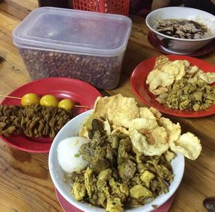 Foto 2 - Makanan di Bubur Ayam Alfa oleh Mitha Komala