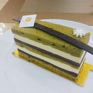 Foto - Makanan(chocolate greentea cake) di Revel Cafe oleh Yuli || IG: @franzeskayuli