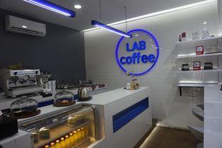 Foto 10 - Interior di Lab Coffee oleh yudistira ishak abrar