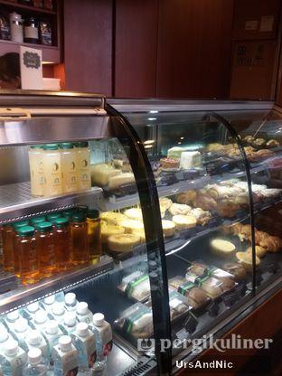 Foto 4 - Interior di Starbucks Coffee oleh UrsAndNic