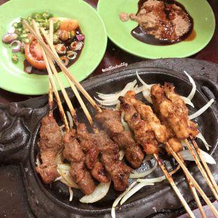 Foto 2 - Makanan(Sate kambing) di Sop Kaki & Sate Kambing Bang Hasan Kumis oleh Stellachubby