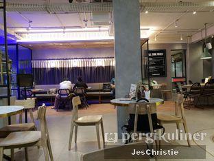 Foto 4 - Interior di Phos Coffee & Eatery oleh JC Wen