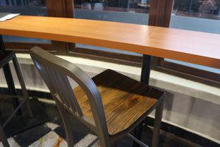Foto 22 - Interior di Upnormal Coffee Roasters oleh Levina JV (IG : levina_eat )