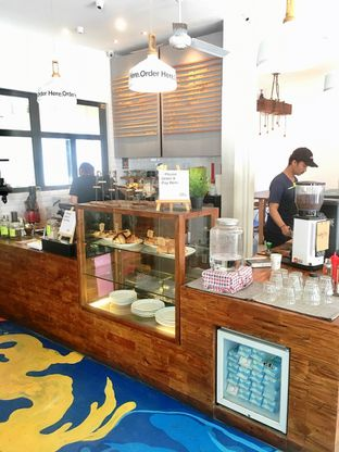 Foto 7 - Interior di SRSLY Coffee oleh Prido ZH