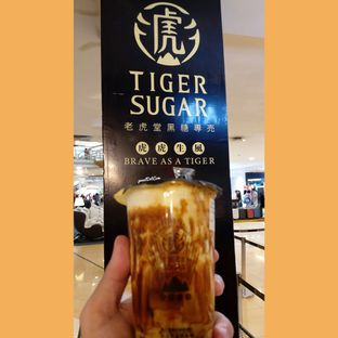 Foto - Makanan(Brown Sugar Boba Milk with Cream Mousse) di Tiger Sugar oleh Stefanus Mutsu