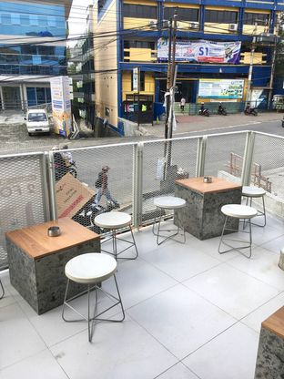 Foto 7 - Eksterior di Oi Coffee & Eatery oleh Prido ZH