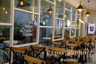 Foto 8 - Interior di Wake Cup Coffee oleh Darsehsri Handayani