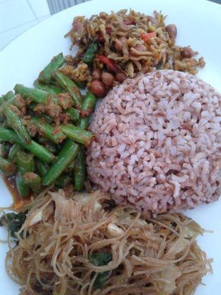 Foto 1 - Makanan di Sop Soto Betawi Sobariah oleh Ineke Fatmawati