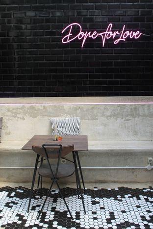 Foto 8 - Interior di Dope Burger & Co. oleh Prido ZH