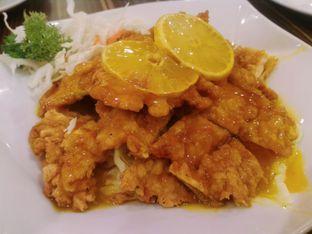 Foto 2 - Makanan(Ayam Saus Lemon) di Ta Wan oleh dinny mayangsari