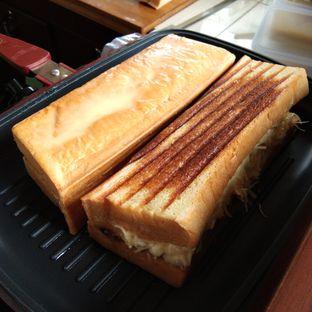 Foto 2 - Makanan di Bolu Bakar Tunggal oleh IG: waktukumakan
