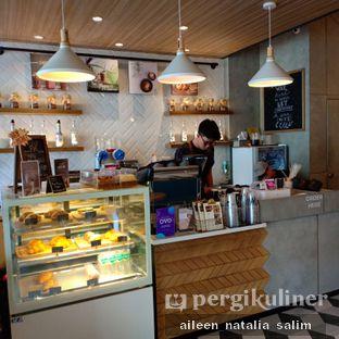 Foto 7 - Interior di Phos Coffee oleh @NonikJajan