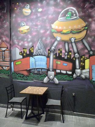 Foto 11 - Interior di FIX Burger oleh Prido ZH