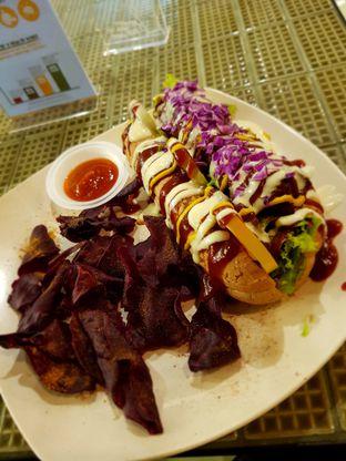 Foto 1 - Makanan di Burgreens Express oleh Hafizah Murdhatilla