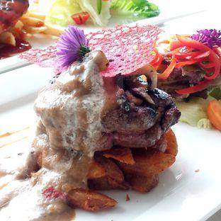 Foto 2 - Makanan di Grandia Sky Lounge - Grandia Hotel oleh Chris Chan