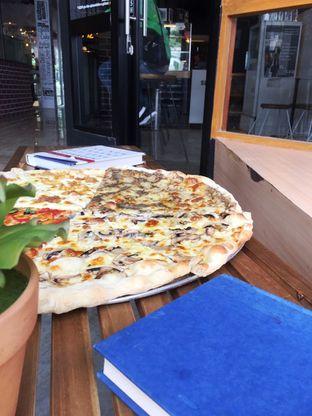 Foto 20 - Makanan di Sliced Pizzeria oleh Prido ZH
