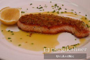 Foto 2 - Makanan(Herb Crusted roasted Norwegian Salmon) di Bistecca oleh UrsAndNic