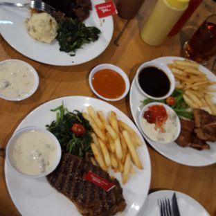 Foto 1 - Makanan di Steak Hotel by Holycow! oleh dian setianingrum