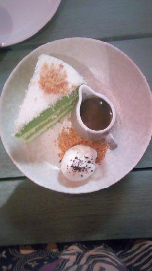 Foto 3 - Makanan(Klepon Cake (IDR 70k) ) di The Garden oleh Renodaneswara @caesarinodswr