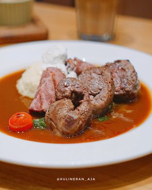Foto 2 - Makanan(German Beef Rolls) di Bellamie Boulangerie oleh @kulineran_aja