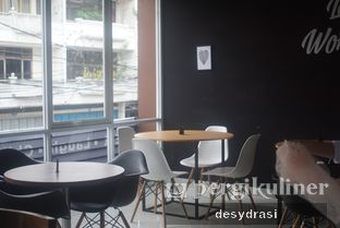 Foto 8 - Interior di The H Cafe oleh Desy Mustika