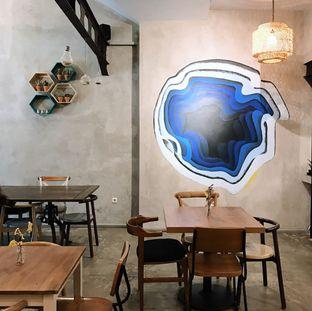 Foto 9 - Interior di Kona Koffie & Eatery oleh Della Ayu